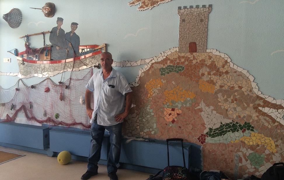 Les mosaïques thématiques réalisées par Jean Trojani, ornent les murs de l'école de Pietralba